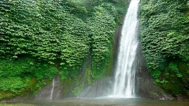 Hasil gambar untuk Munduk Waterfall