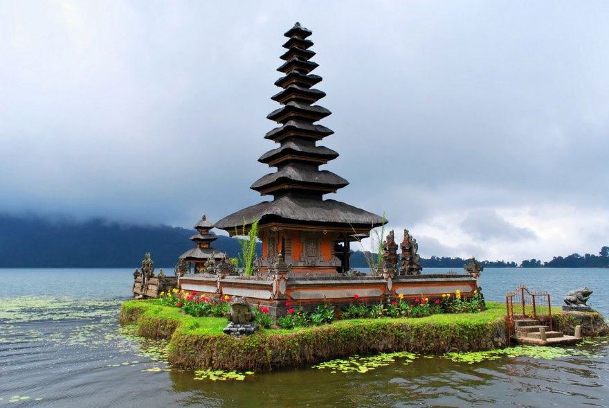 Ulun danu temple north Bali near Twin Lake - Bali Jungle Trek point