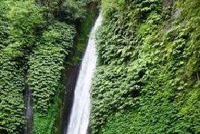 hiking tour to waterfall mundukbali