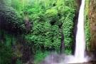 trekking in munduk waterfall