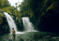 kembar-waterfalls-sambangan-trekking-with-local-guide