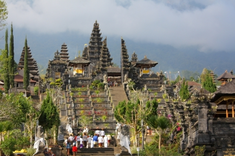 the-biggest-temple-in-bali