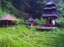 visit-old-temple-during-our-tamblingan-jungle-adventure-tour