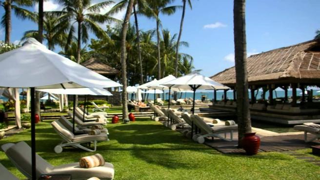 pool-view-of-intercontinental-jimbaran-bali-travel-experiences