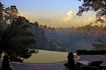 see-amazing-valley-view-from-the-pool-of-tanah-merah-ubud-recommend-by-bali-jungle-trekking