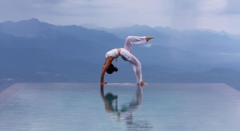 yoga-activities-munduk-moding-coffe-plantation-bali-travel-experiences