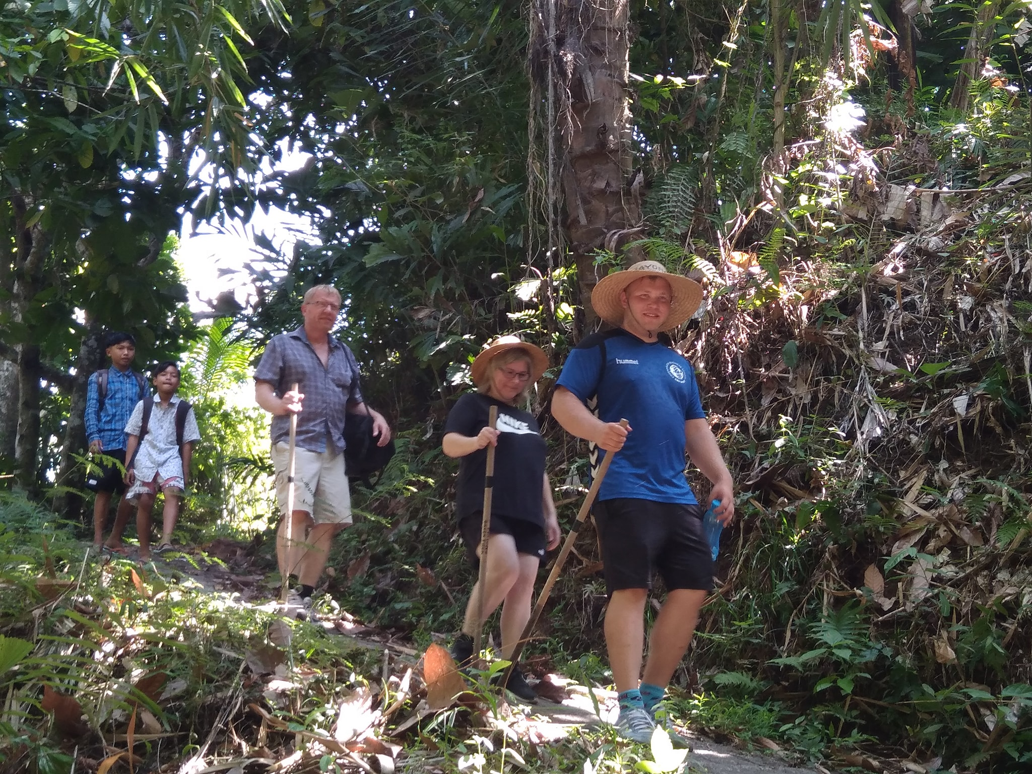 Our guest look really enjoy their trek in MayongVillage